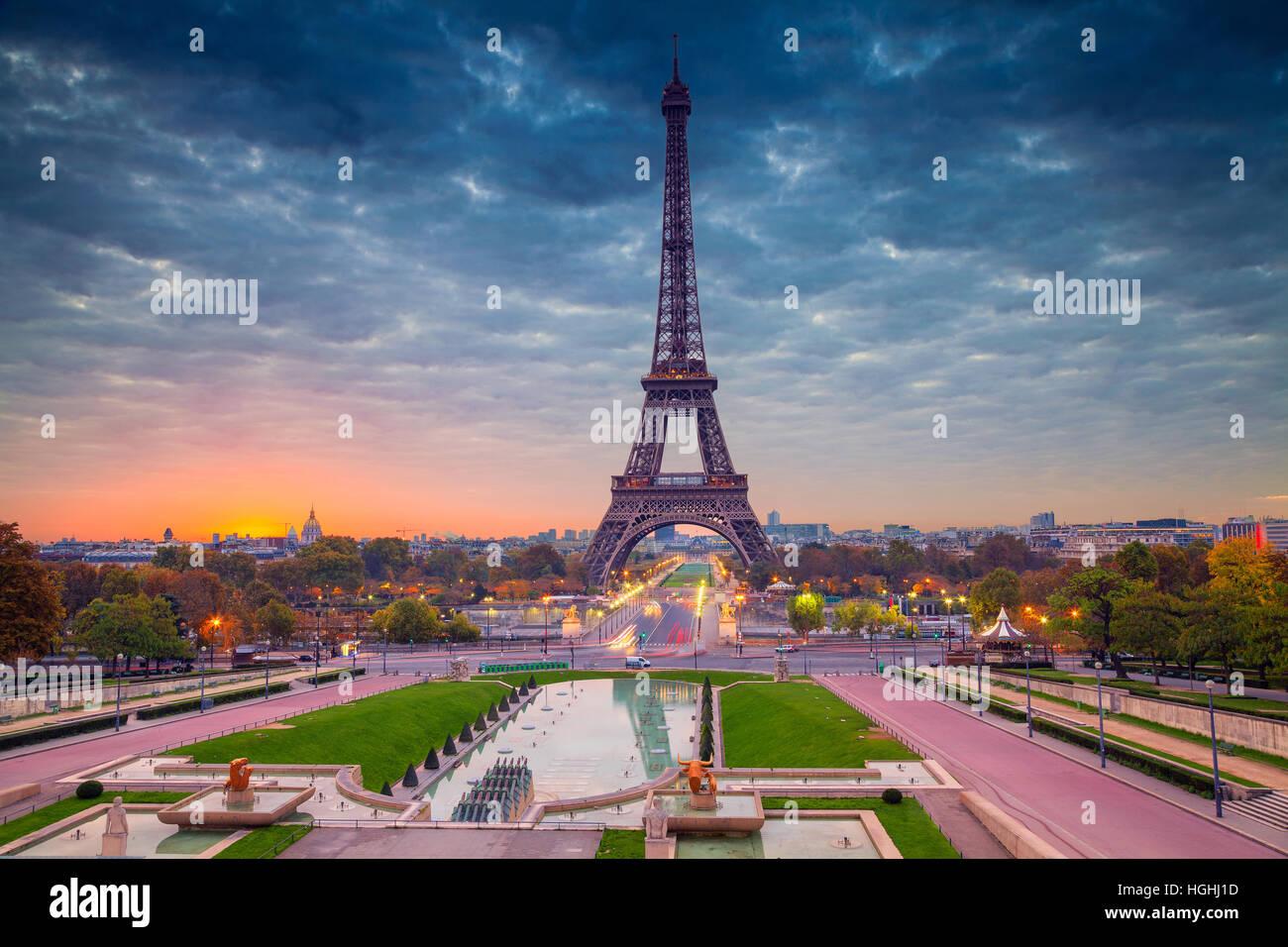Paris. Stadtbild Bild von Paris mit dem Eiffelturm bei Sonnenaufgang. Stockbild