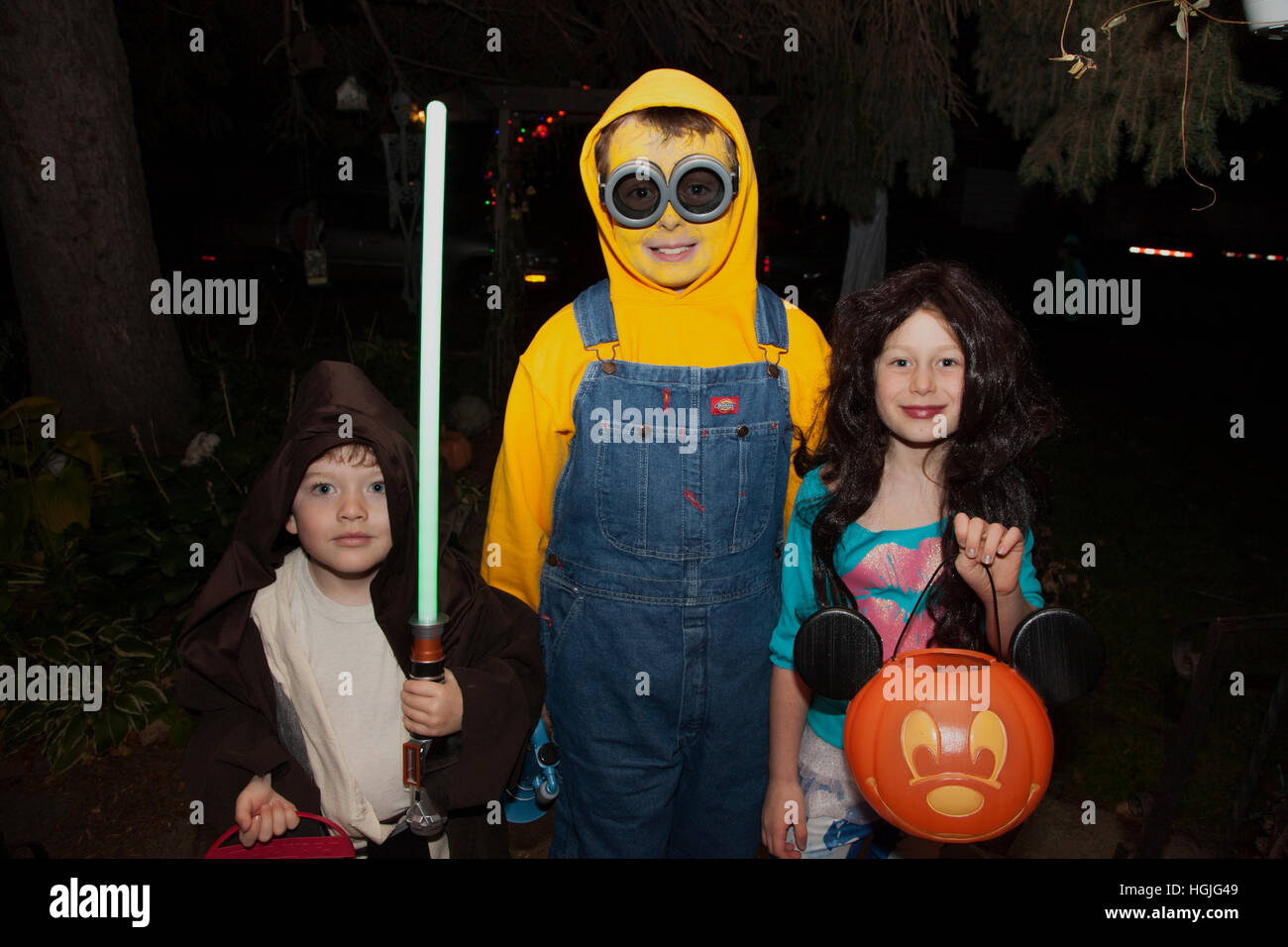 Halloween Kinder Süßes Oder Saures In Minion Und Jedi Ritter Kostüme