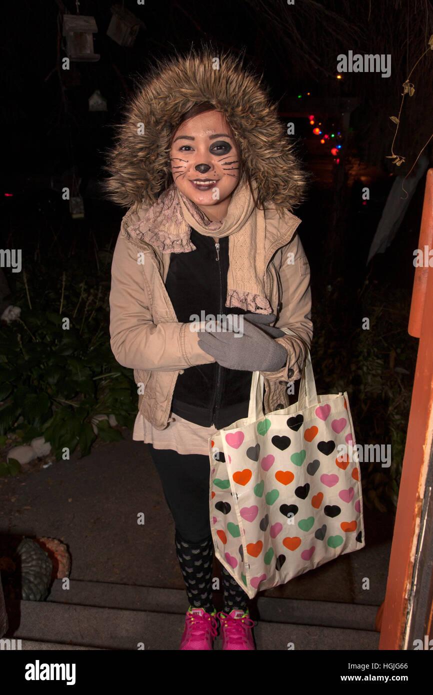 Costumed Halloween Trick Treating Teen Stockfotos & Costumed ...