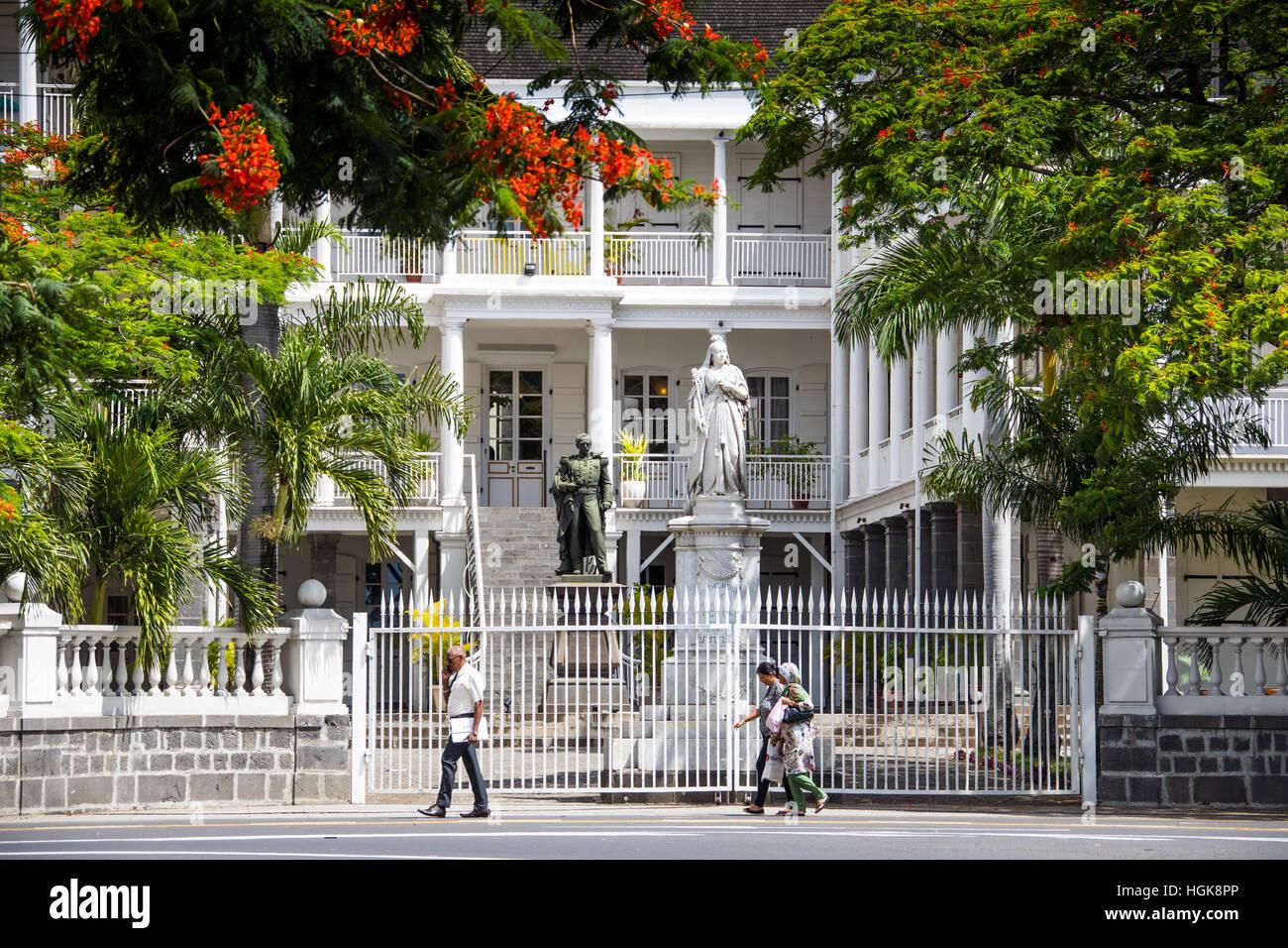 Statue der Königin Victoria, Government House, Französisch Colonial Gebäude noch gebrauchte von der Stockbild