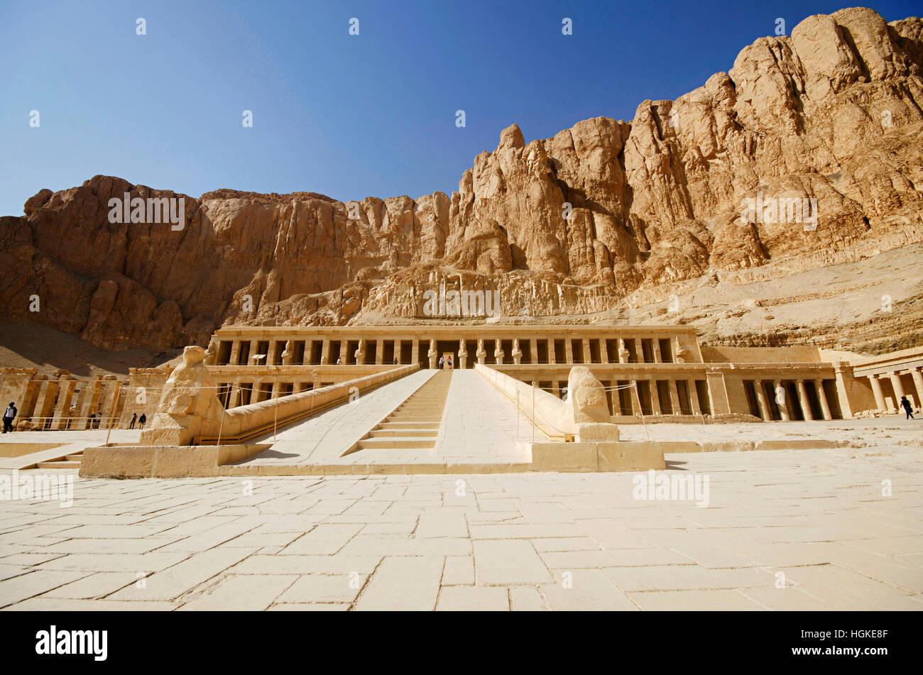 Der Leichenhalle Tempel der Hatschepsut, ist eine alte Grabbeigaben Heiligtum, gewidmet dem Sonnengott Amon, gelegen Stockfoto