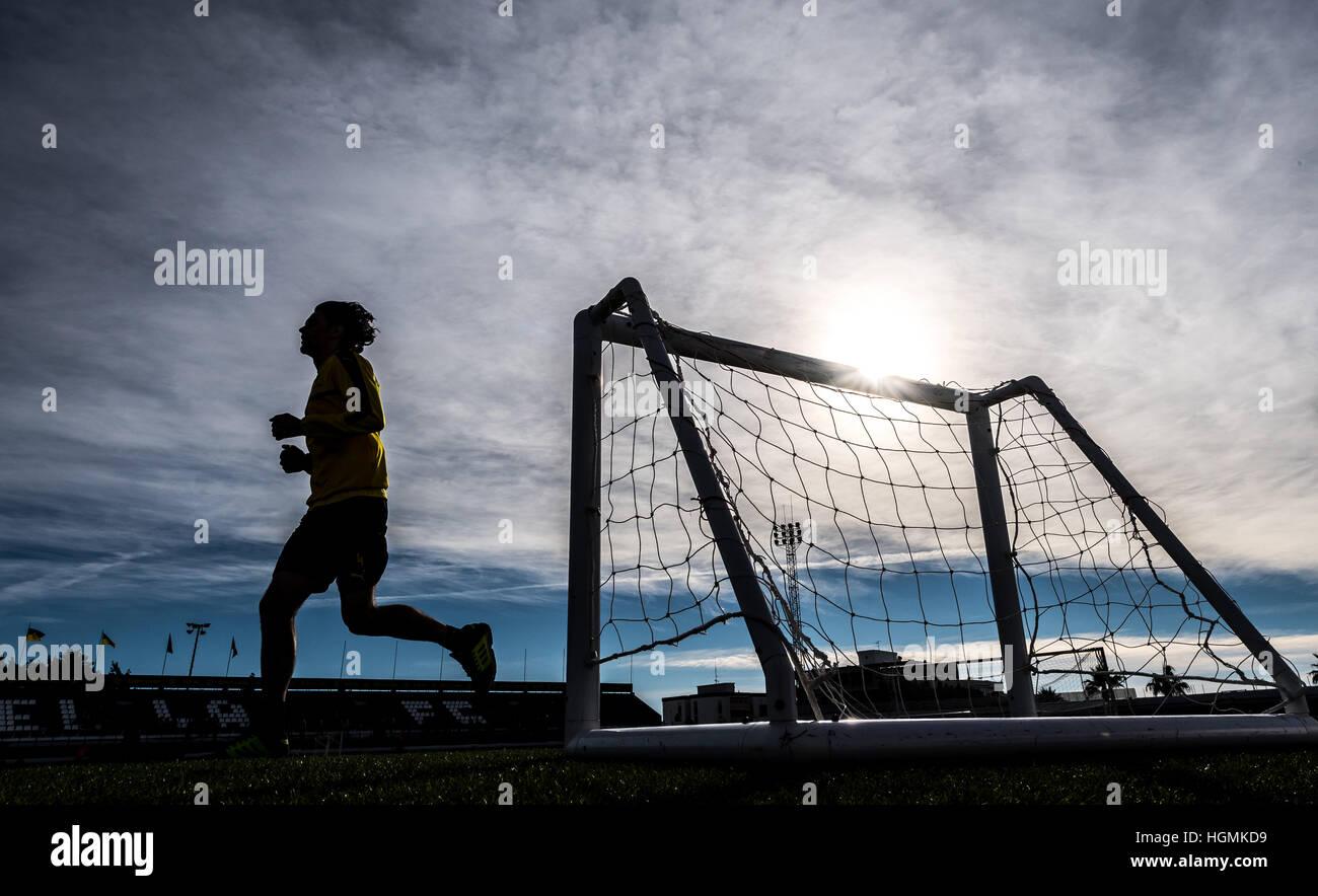 Marbella, Spanien. 11. Januar 2017. Dortmunds Neven Subotic läuft bei Borussia Dortmund Trainingslager in Marbella, Stockfoto