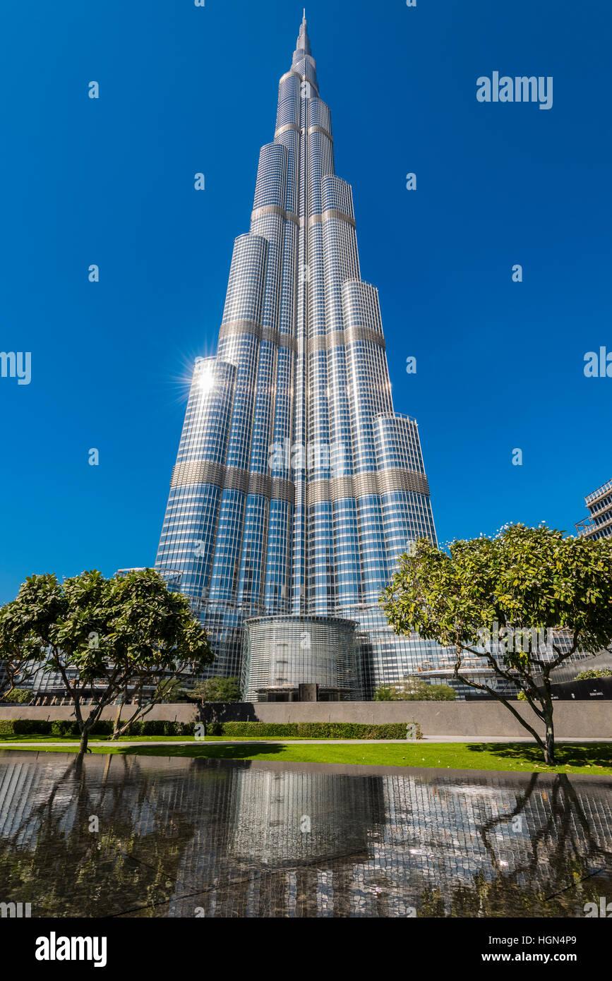 Niedrigen Winkel Ansicht der Wolkenkratzer Burj Khalifa, Dubai, Vereinigte Arabische Emirate Stockbild
