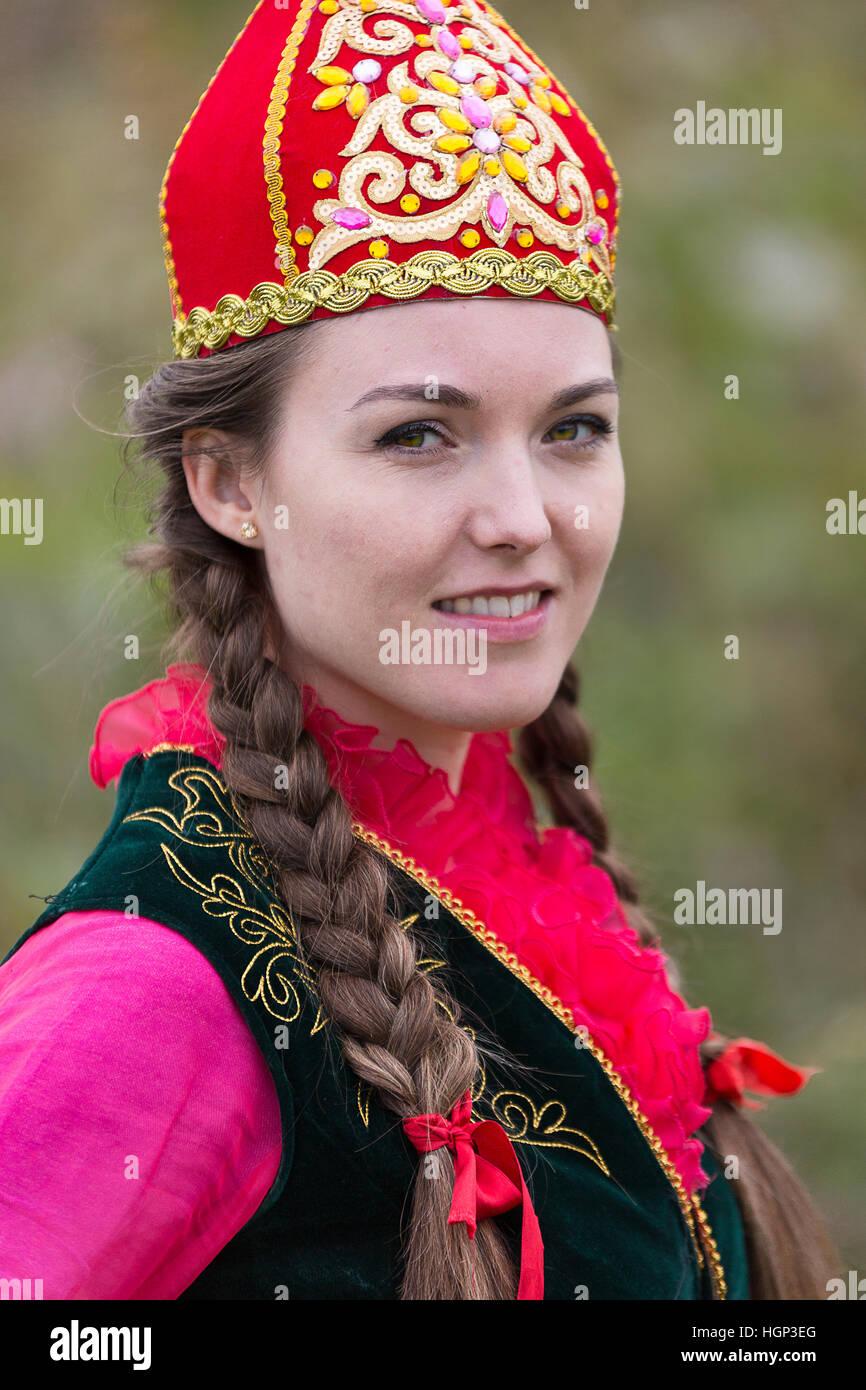 Kasachische Frau in Trachten in Almaty, Kasachstan