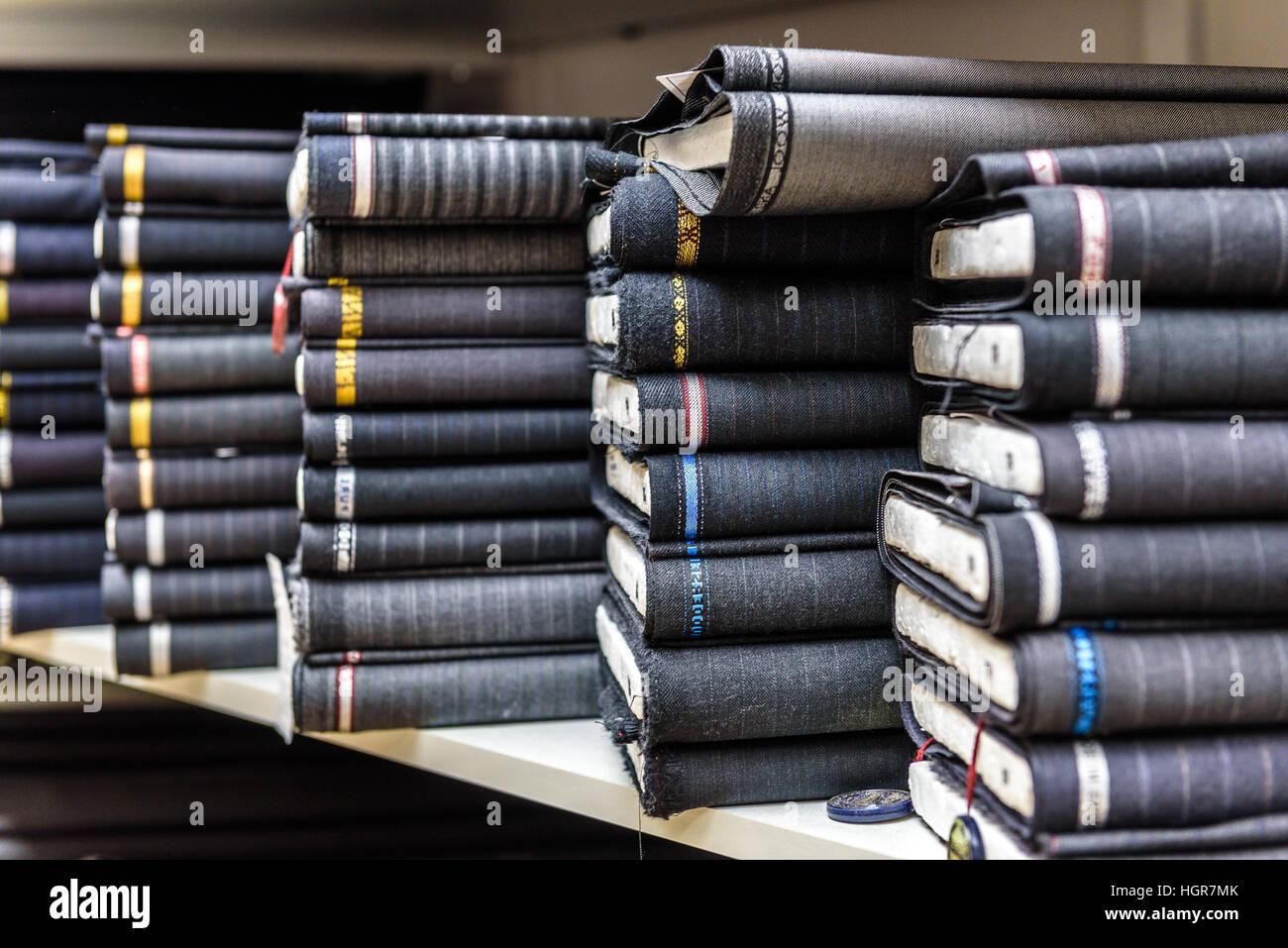Rollen Aus Stoff Und Textilien In Einen Fabrikverkauf Mehrere