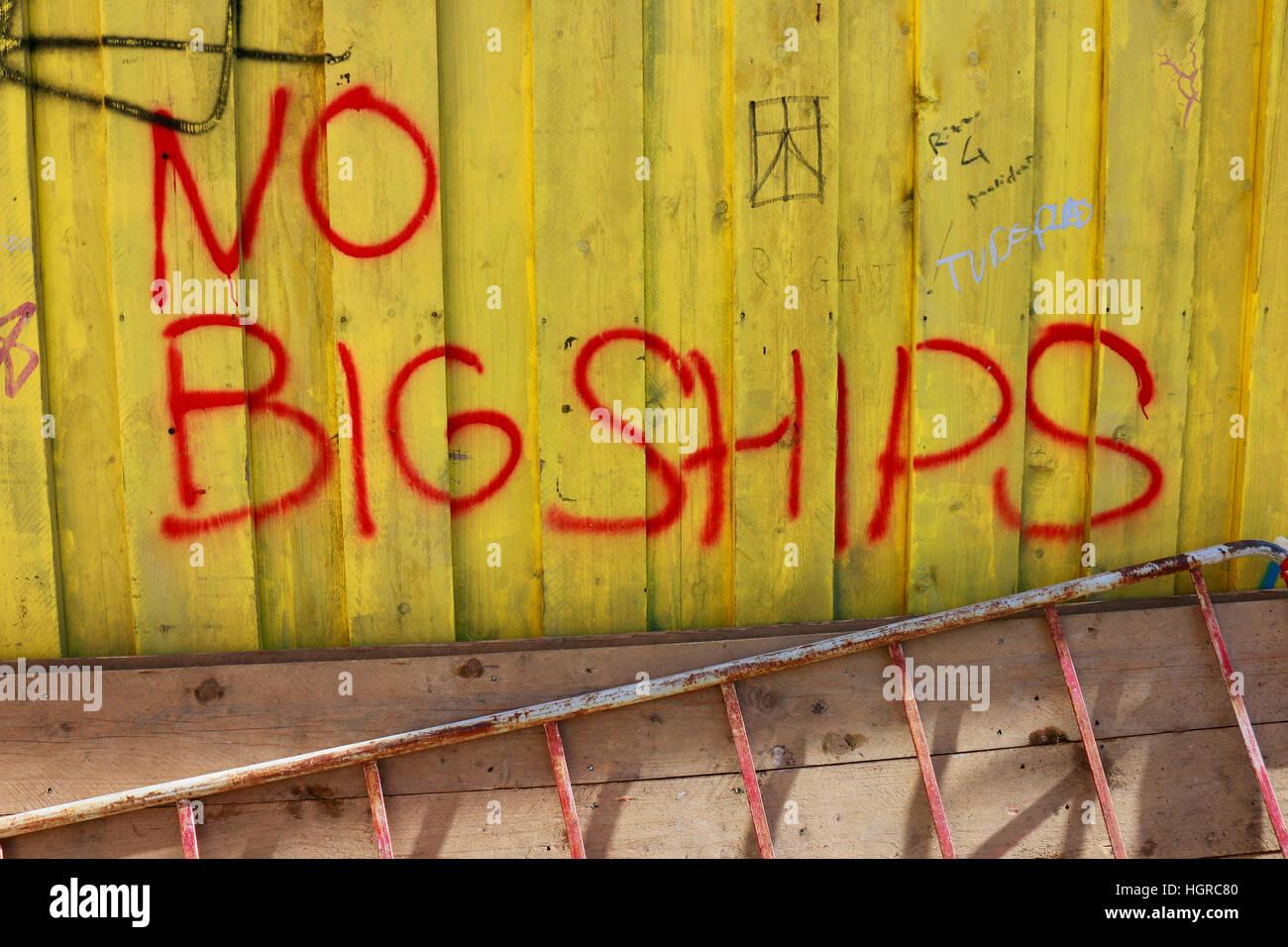 """""""Keine großen Schiffe"""" - Protest Gegen Grosse Passagierschiffe Nahe der Lagunenstadt Venedig Und Stockbild"""