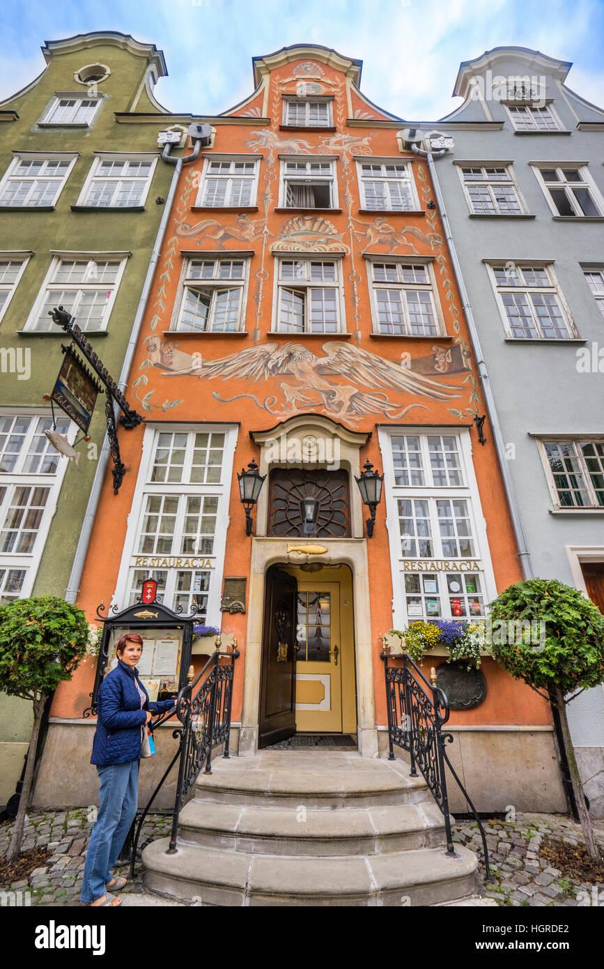 Polen, Pommern, Gdansk (Danzig), Pod Lososiem Restaurant (Der Lachs) Ulica Szeroka (Breitgasse) Stockbild