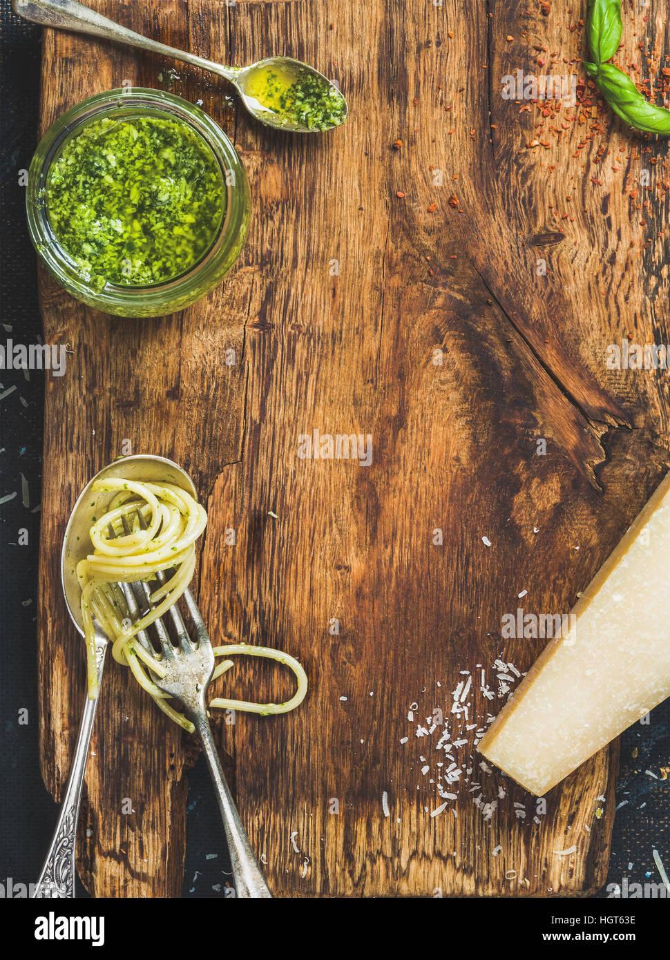 Italienische Küche kochen Hintergrund, rustikalen Holzbrett Textur Stockbild