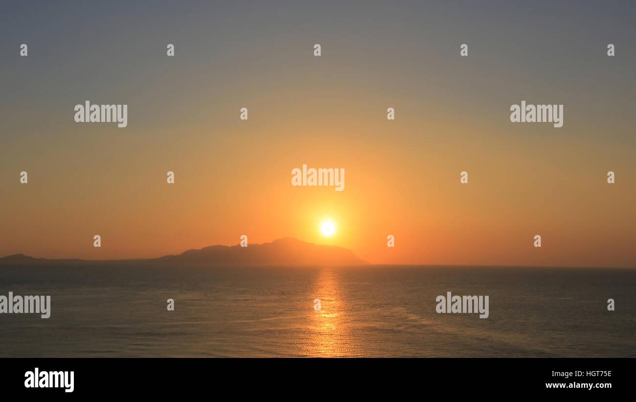 Schönen Sonnenaufgang über dem Meer Stockbild
