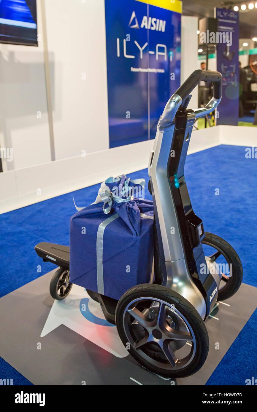 Detroit, Michigan - Aisin ILY-Ai persönliche Mobilität Fahrzeug auf dem Display auf der North American Stockbild