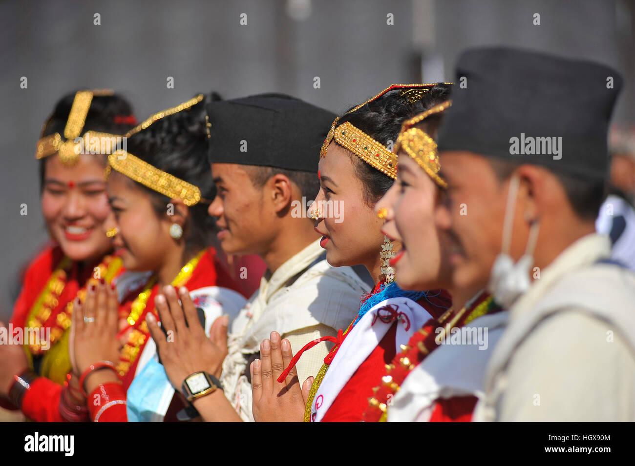 Kathmandu, Nepal. 14. Januar 2017. Nepalesische Magar Gemeinschaft ...