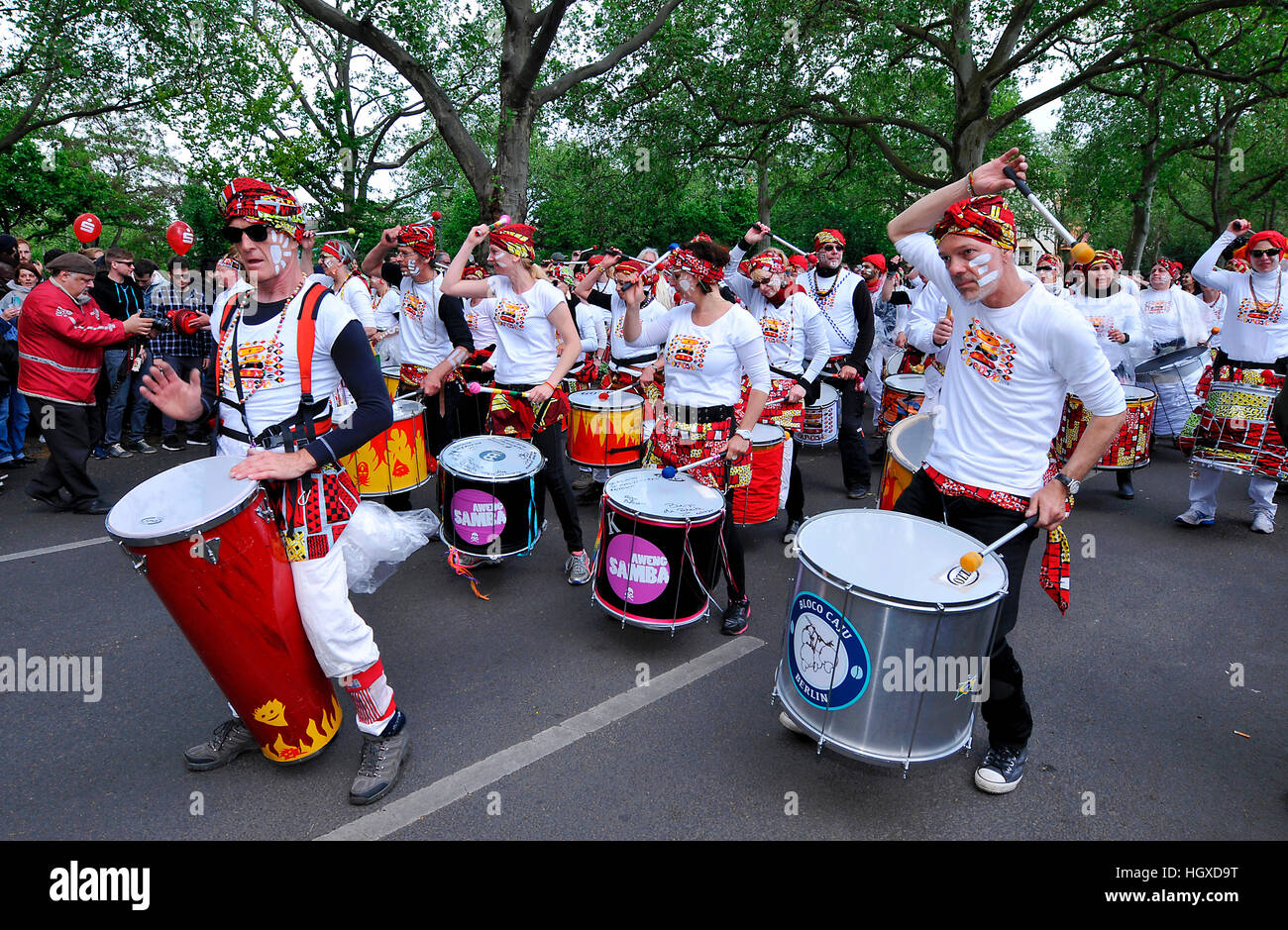 Sambagruppe, Karneval der Kulturen, Kreuzberg, Berlin, Deutschland Stockbild