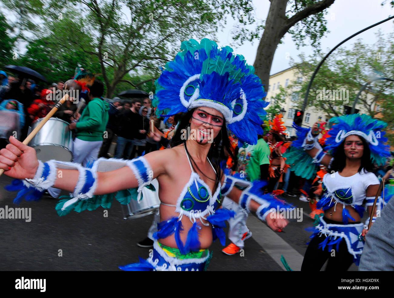 Indianer, Karneval der Kulturen, Kreuzberg, Berlin, Deutschland Stockbild