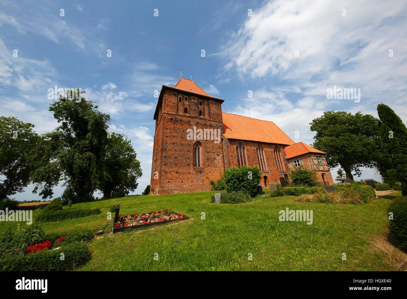 Historische Backstein-Dorfkirche Hohenkirchen aus Dem 15. Halbmonatsschrift, Nordwestmecklenburg, Mecklenburg-Vorpommern, Stockbild