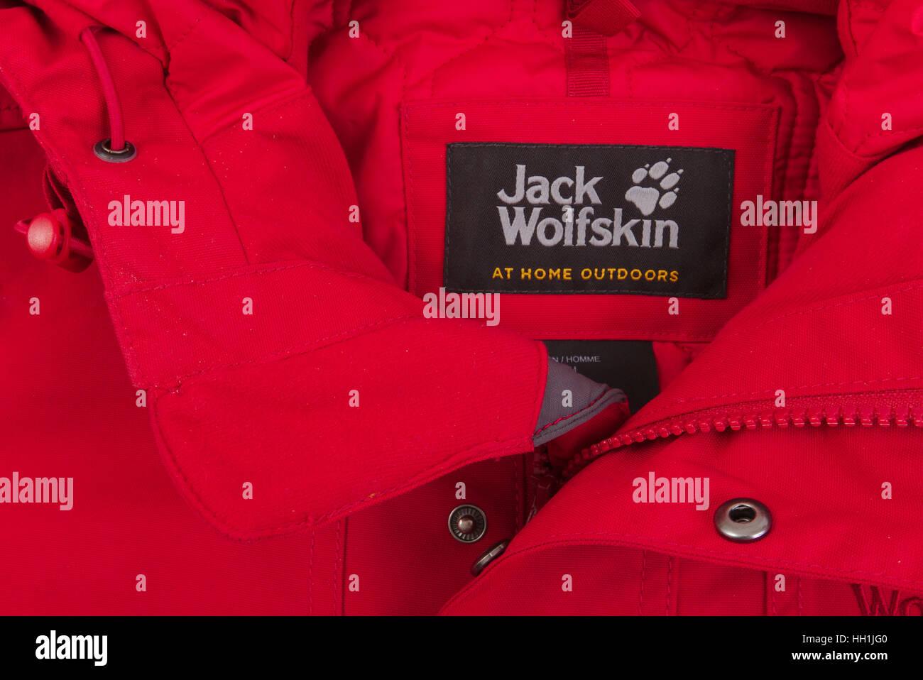 e167f29934de41 Winterjacke von Jack Wolfskin · bszef   Alamy Stock Foto
