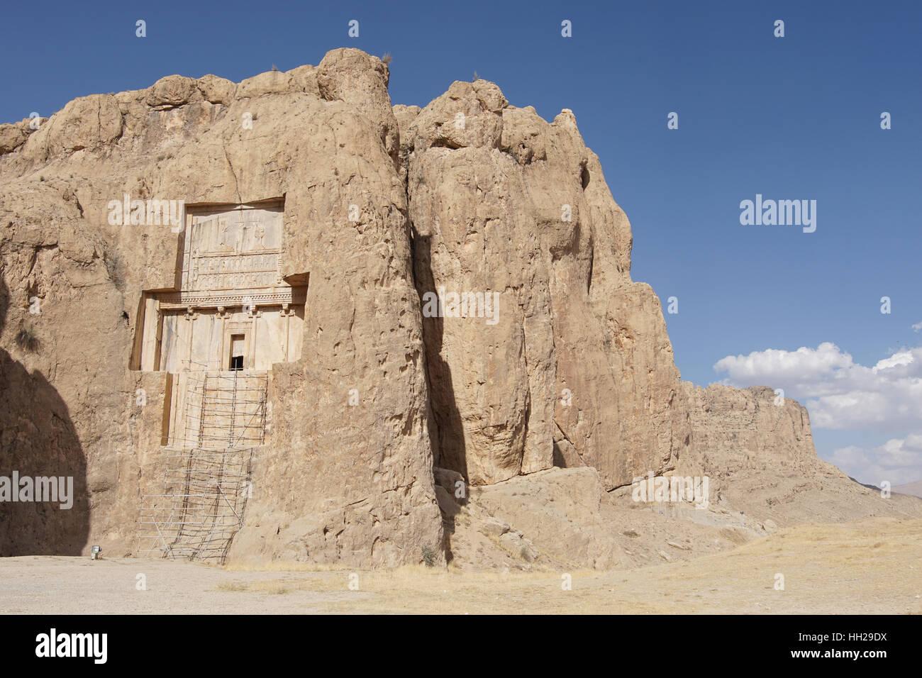 NAQSH-E ROSTAM, IRAN - 6. Oktober 2016: Nekropole von der achämenidischen Könige in Naqsh-e Rostam auf Stockbild