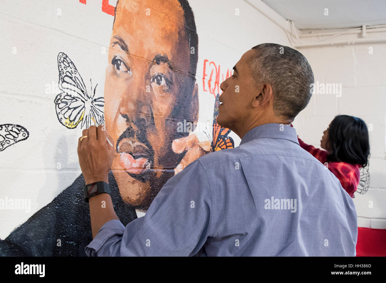 Washington, USA. 16. Januar, 2017.US Präsident Barack Obama und First Lady Michelle Obama helfen malen eine Stockbild