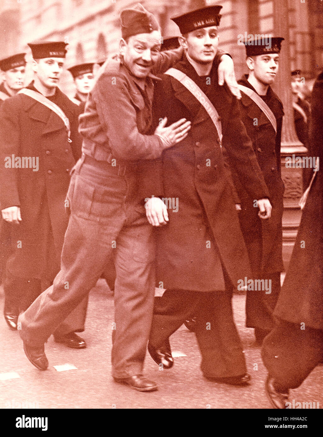 Offizier und Crew der HMS Exeter und HMS Ajax teilgenommen wo die deutschen Graff Spree versenkt wurde in der Schlacht Stockbild