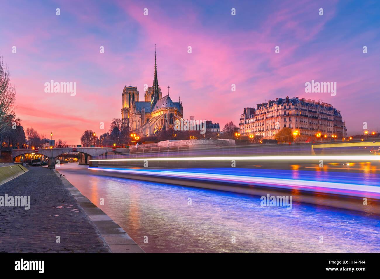 Kathedrale von Notre Dame de Paris bei Sonnenuntergang, Frankreich Stockbild