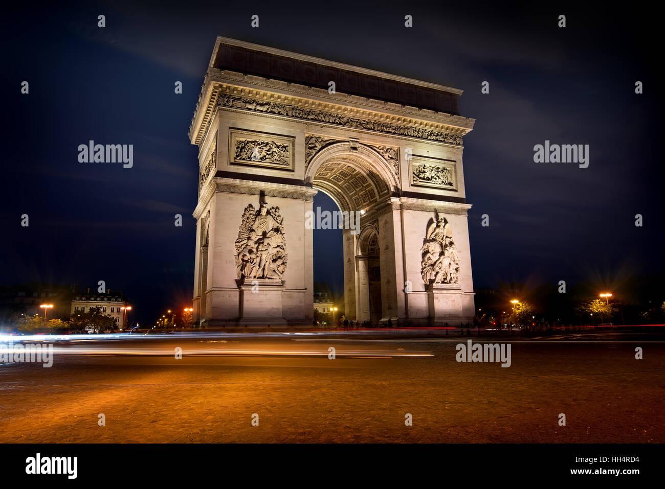 Beleuchtete Arc de Triomphe in Paris, Frankreich Stockbild