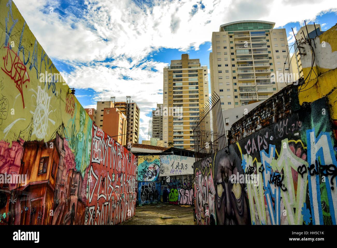Batmans Gasse in Sao Paulo ist ein beliebtes Ausflugsziel für Einheimische und Touristen schätzen Wandbilder, Stockbild