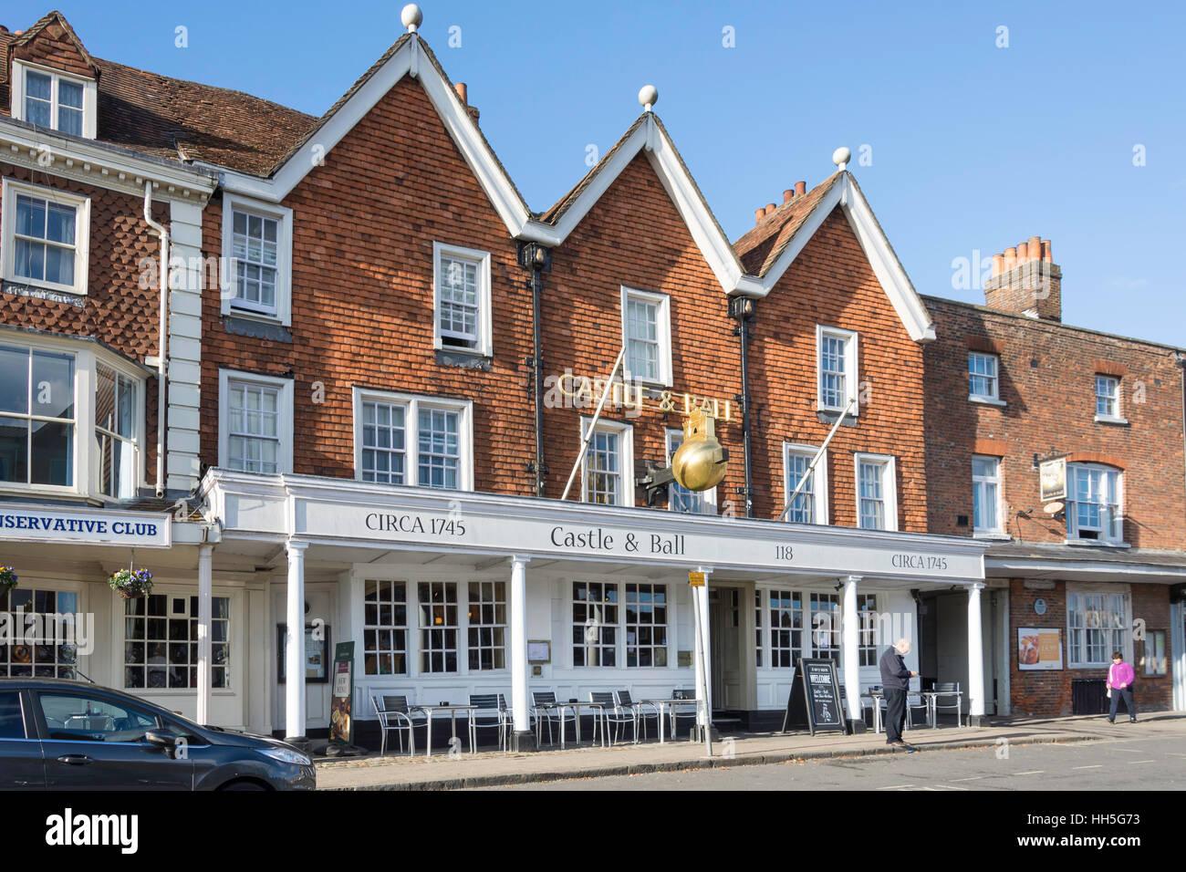 16. Jahrhundert Burg & Ball Inn, High Street, Marlborough, Wiltshire, England, Vereinigtes Königreich Stockbild