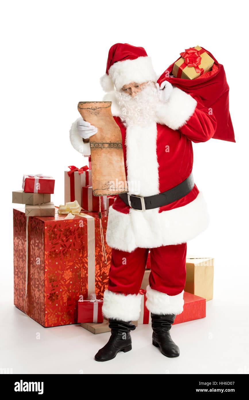 Glücklich Weihnachtsmann stehend mit einem Haufen von ...