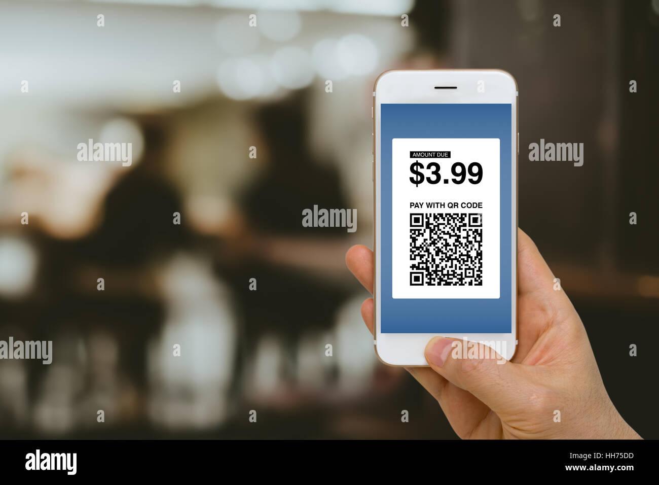 FinTech Konzept, Zahlung für waren und Dienstleistungen per Smartphone mit E-Wallet und E-Geld. Stockbild