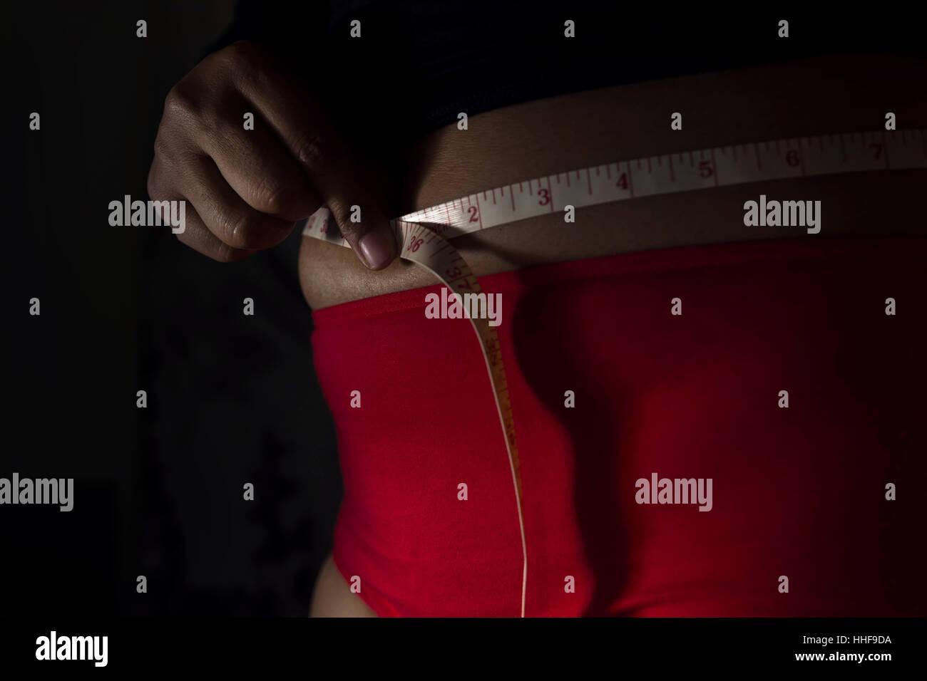 Schwarze Haut Weibliche Verwendung Massband Um Ihre Bauchige Taille
