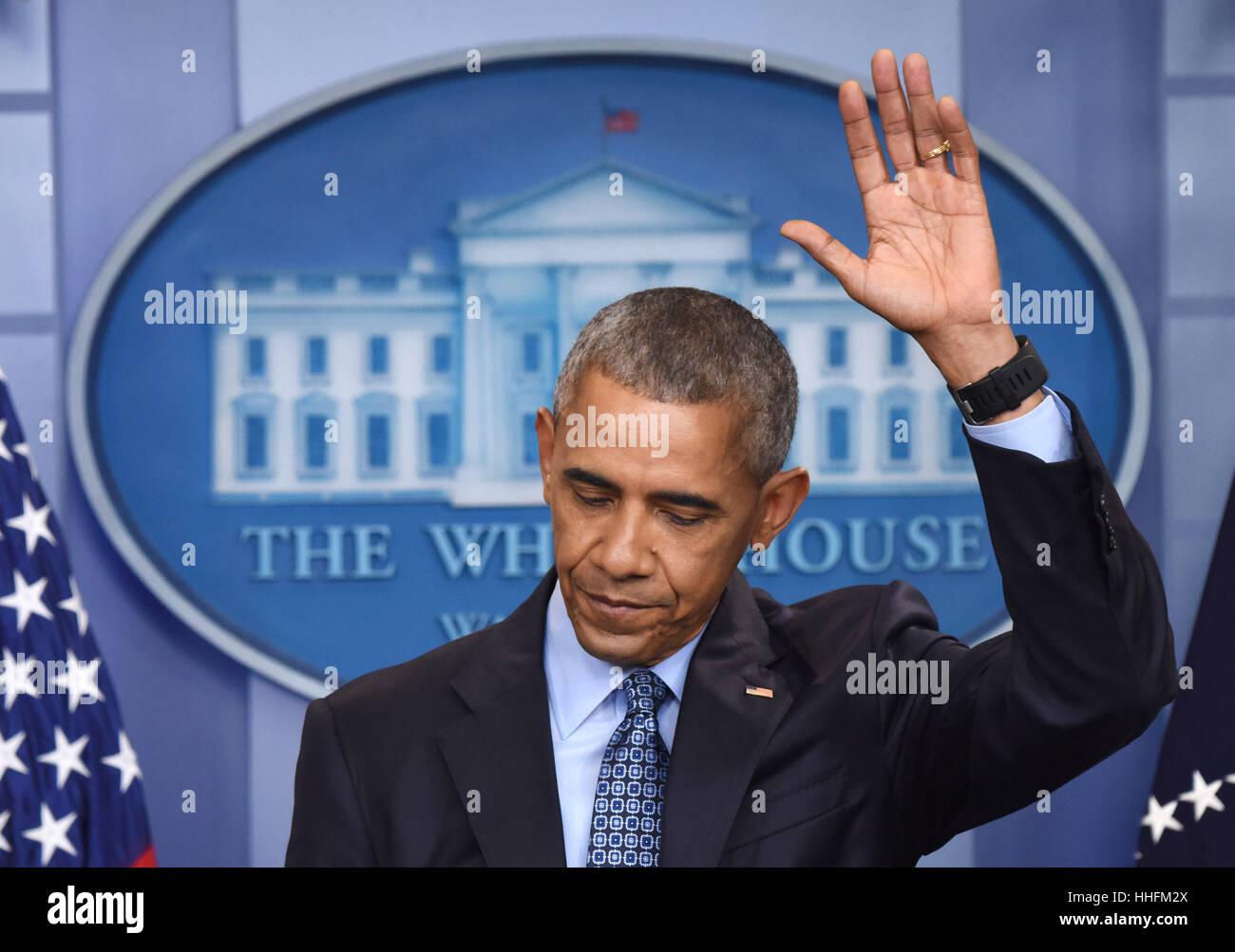 Washington, DC, USA. 18. Januar 2017. Barack Obama Gesten während seiner letzten Pressekonferenz als US-Präsident Stockbild