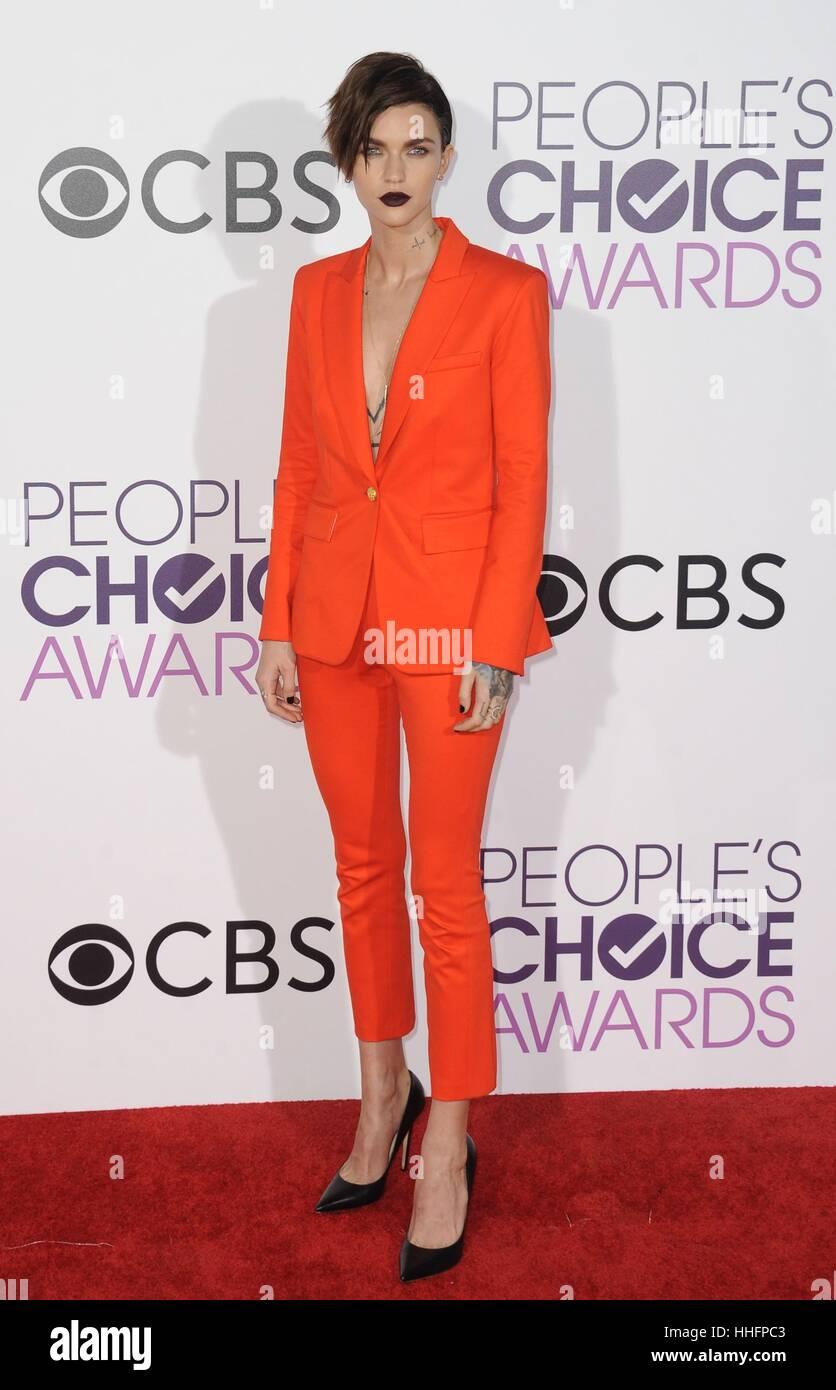 Los Angeles, CA, USA. 18. Januar 2017. Ruby Rose im Ankunftsbereich für Peoples Choice Awards 2017 bei Microsoft Stockbild