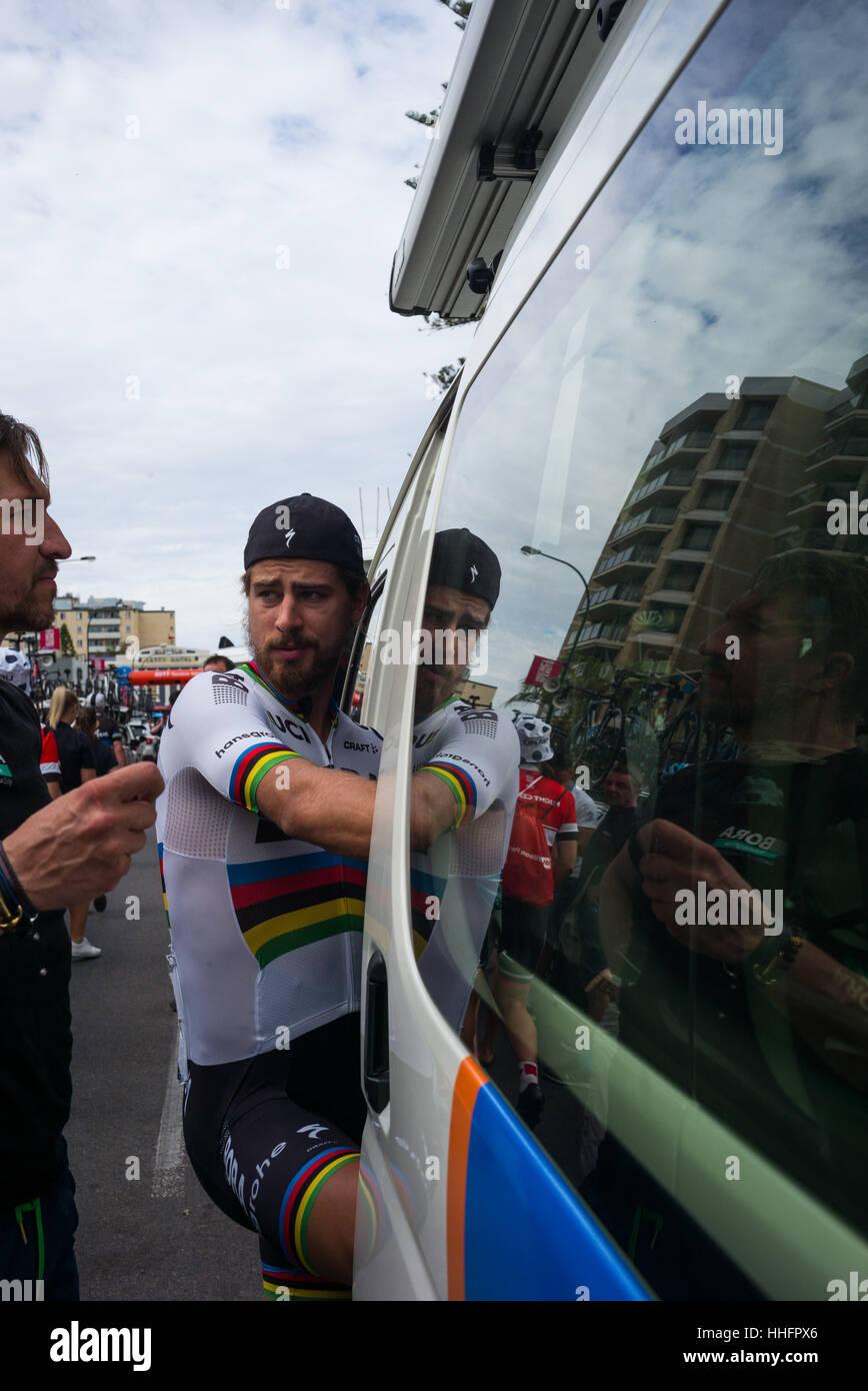 Adelaide, South Australia, Australien. 17. Januar 2016. Peter Sagan (R), Bora Hansgrohe zu Beginn der 3. Etappe Stockfoto