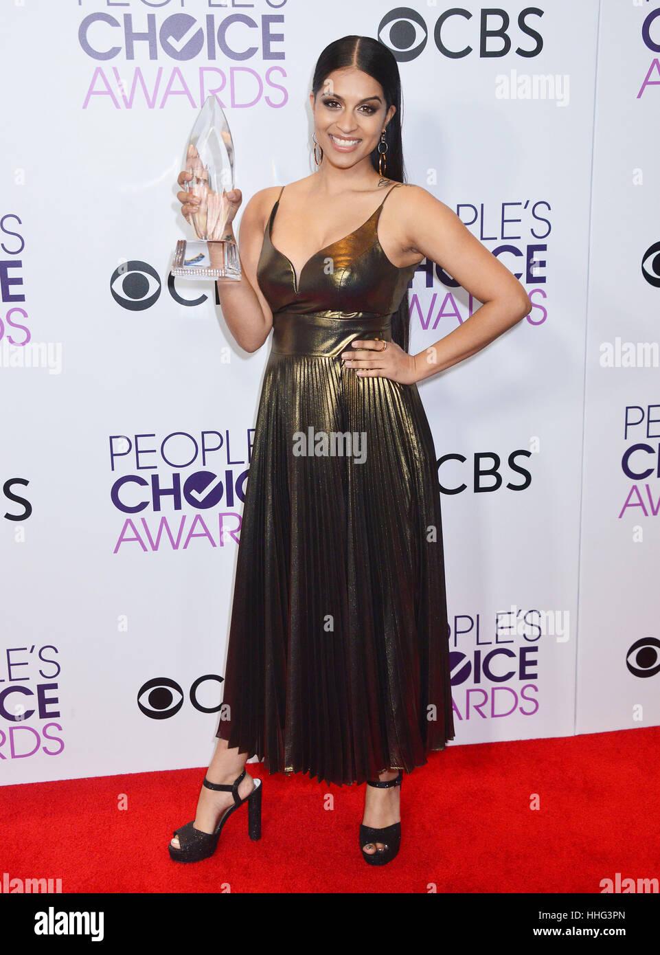 Lilly Singh 269 das Volk Wahl Auszeichnungen 2017 an die Microsoft-Theatre in Los Angeles angekommen. 18. Januar Stockbild