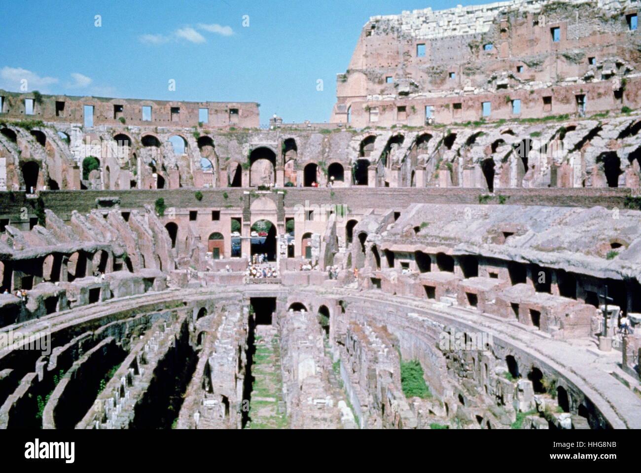 Das Kolosseum oder Kolosseum ist ein ovales Amphitheater im Zentrum von Rom Stockbild
