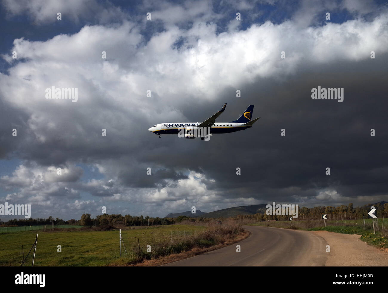 Ryanair Boeing 20/20 im Landeanflug am Flughafen Alghero ...