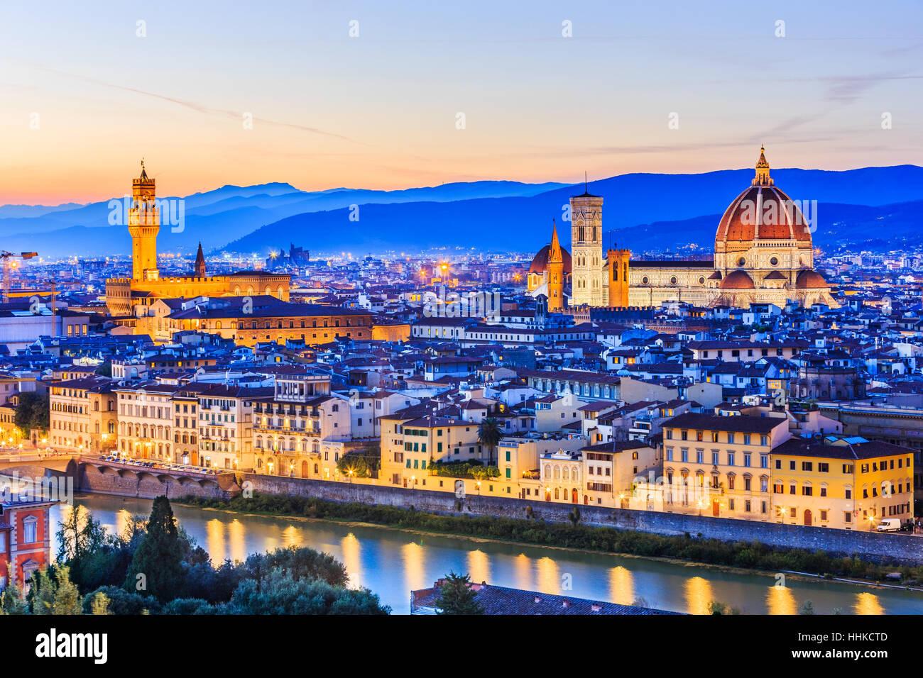 Florenz, Italien. Blick auf Florenz nach Sonnenuntergang vom Piazzale Michelangelo Stockbild