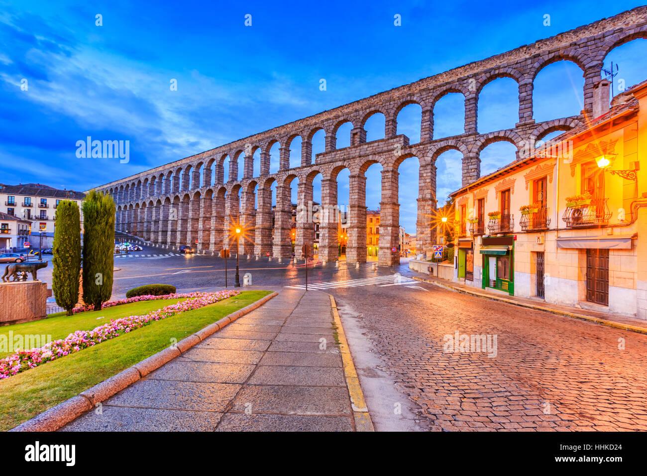 Segovia, Spanien. Plaza del Azoguejo und der antiken römischen Aquädukt. Stockbild