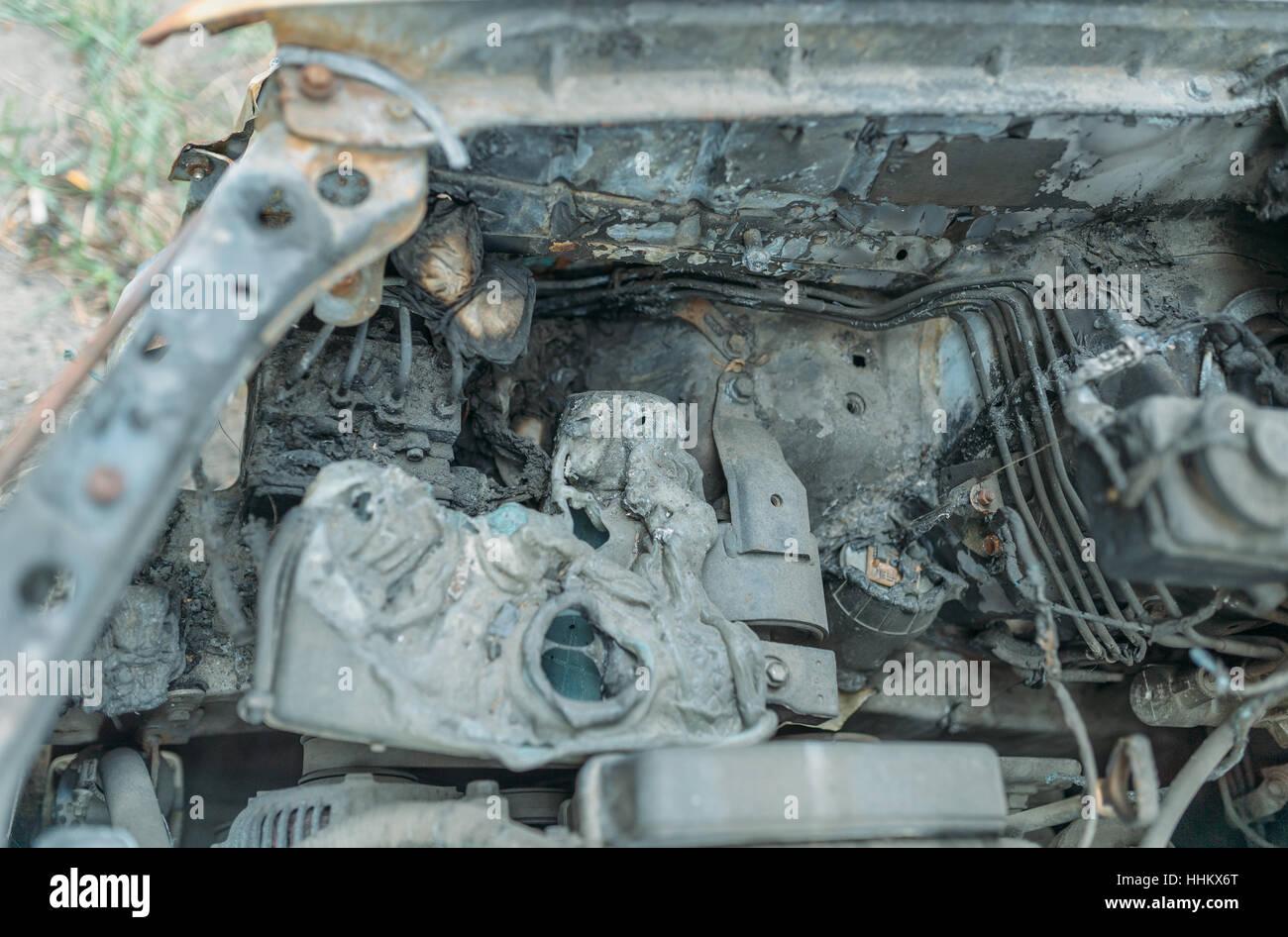 Autos, die Verdrahtung verbrannt. Autos standen in der Nähe des ...