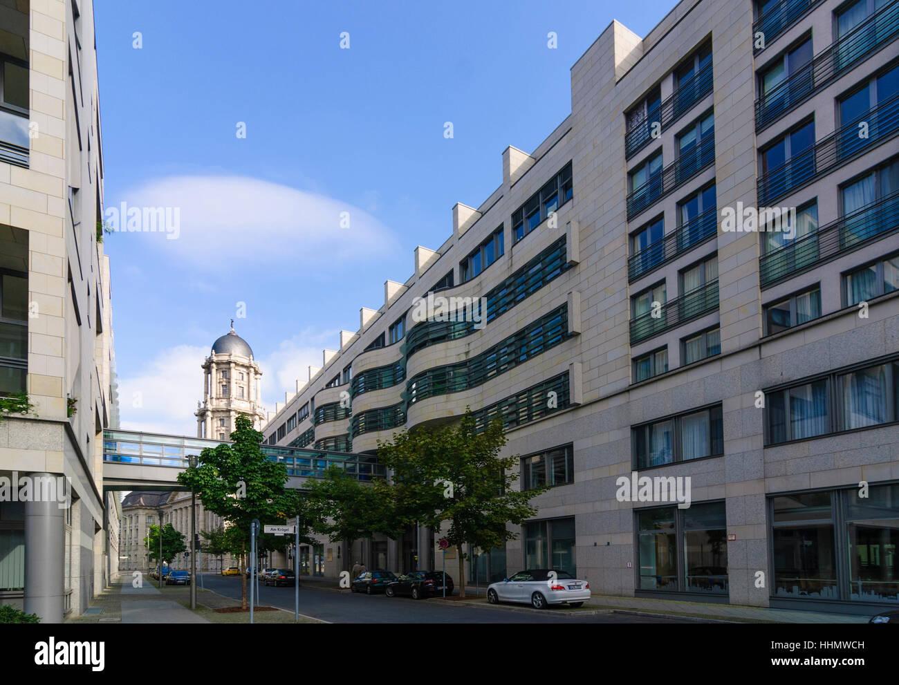 Berlin: Unternehmenszentrale der Berliner Gewässer Holdinggesellschaft Corporation und Turm des old Town House, Stockbild