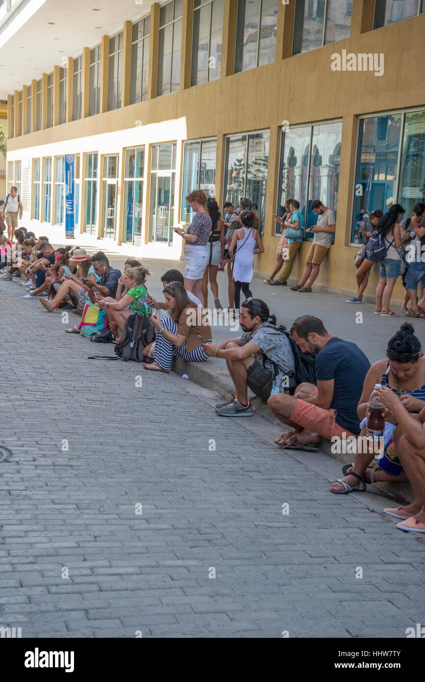 Kubanisch verwenden eines Hotels WLAN kostenlos Stockbild