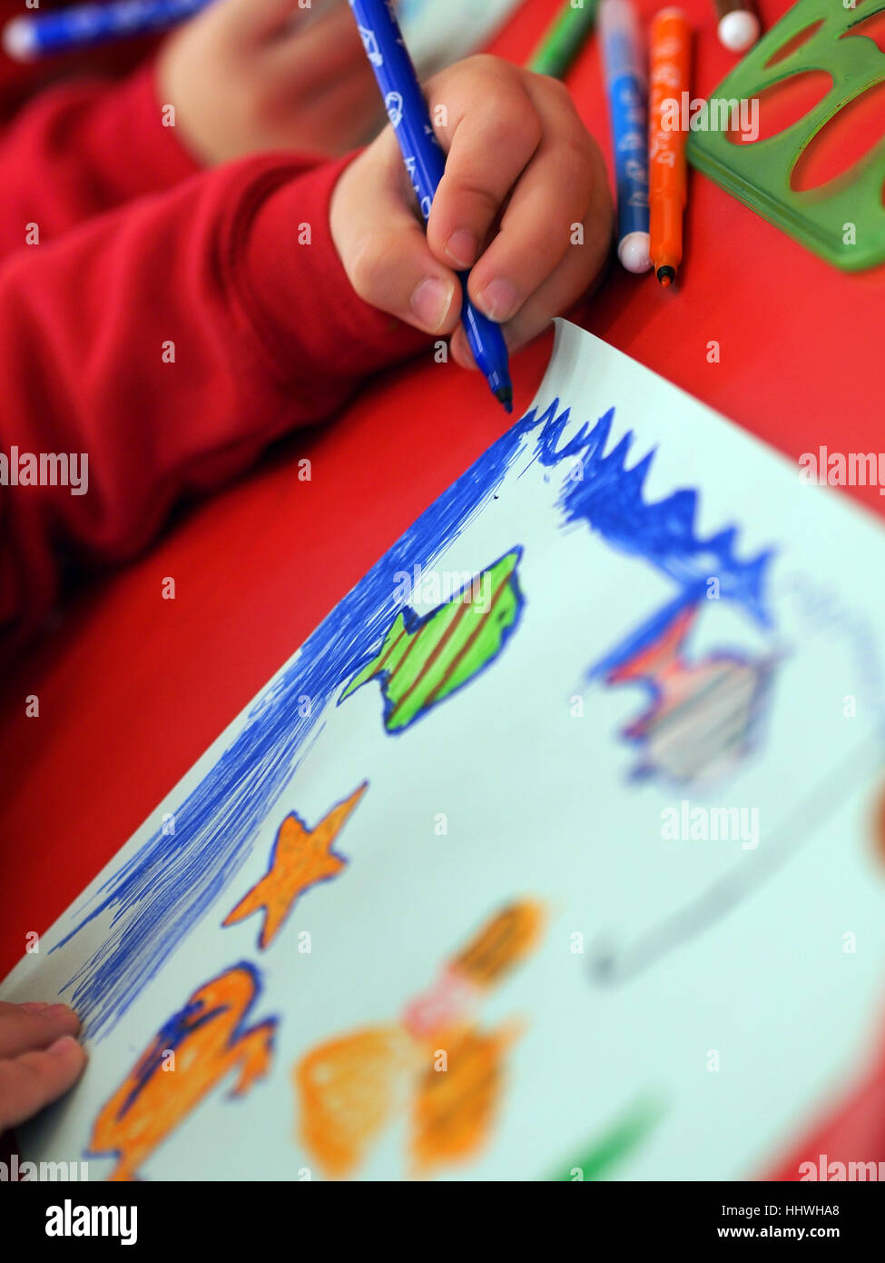 Child Colouring Stockfotos & Child Colouring Bilder - Alamy