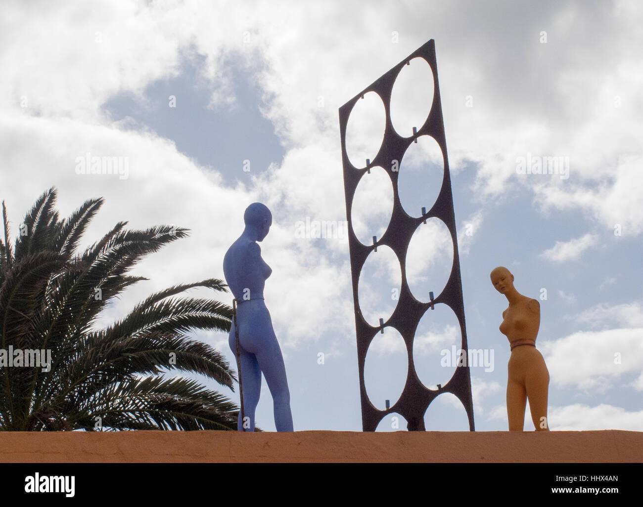 Skurrile Kunst und Bildhauerei an der Villa Tabaiba Corralejo, Fuerteventura. Stockbild