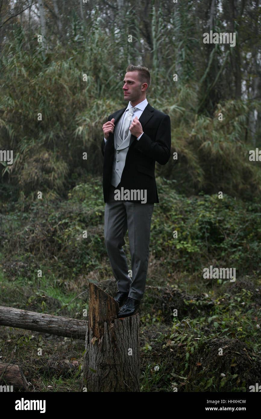Ein Gentleman im Wald Stockbild