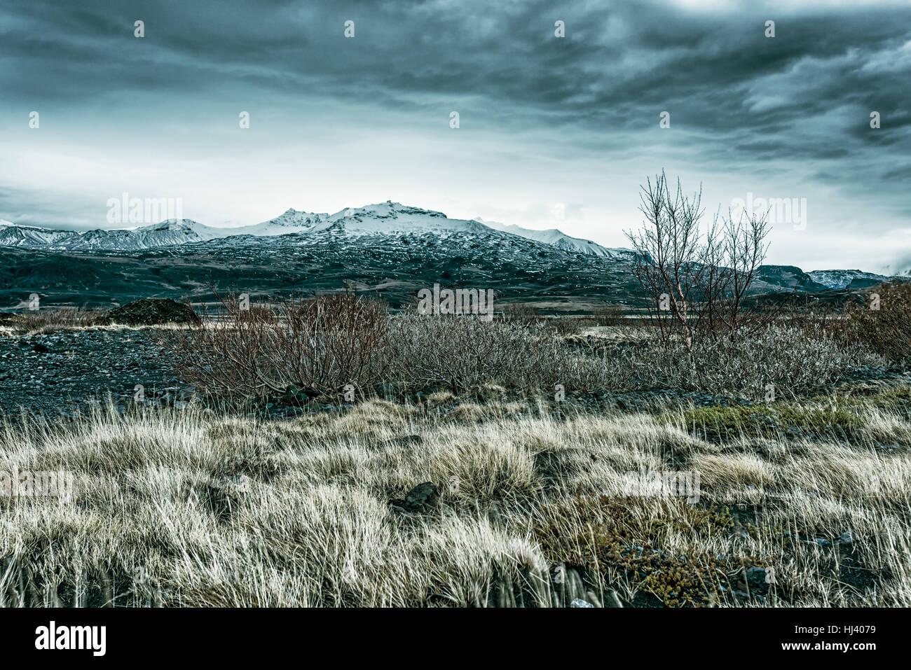 Wildnis-Berglandschaft in Island an einem stürmischen Nachmittag zeigt das öde Aussehen einer Vulkanlandschaft Stockbild