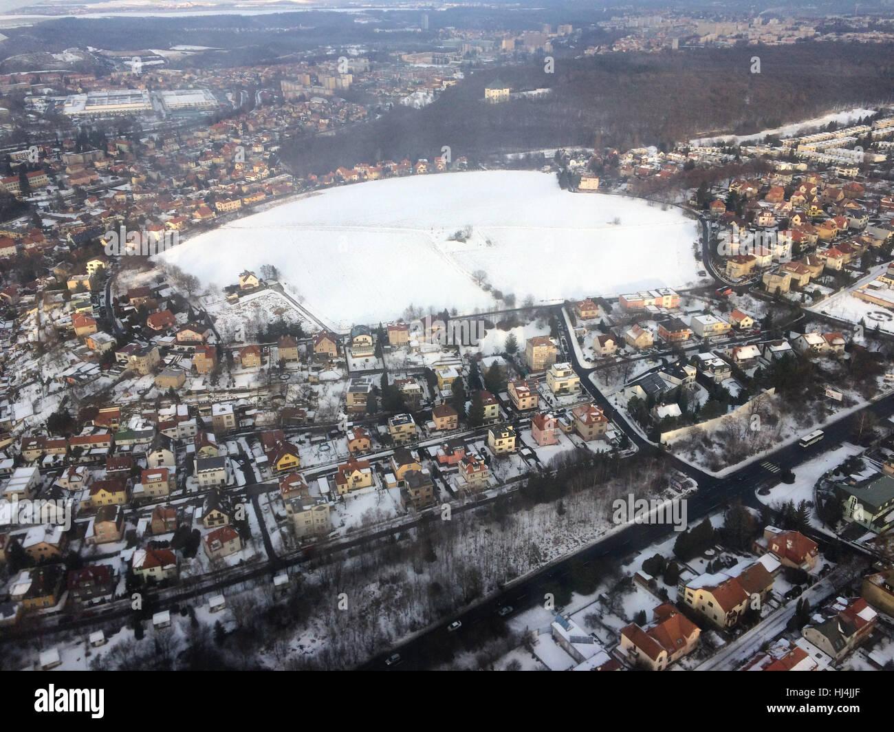 Am weißen Berg (Bila Hora) in Prag, Tschechien. Luftbild vom Flugzeug abgebildet. Die Schlacht am weißen Stockbild