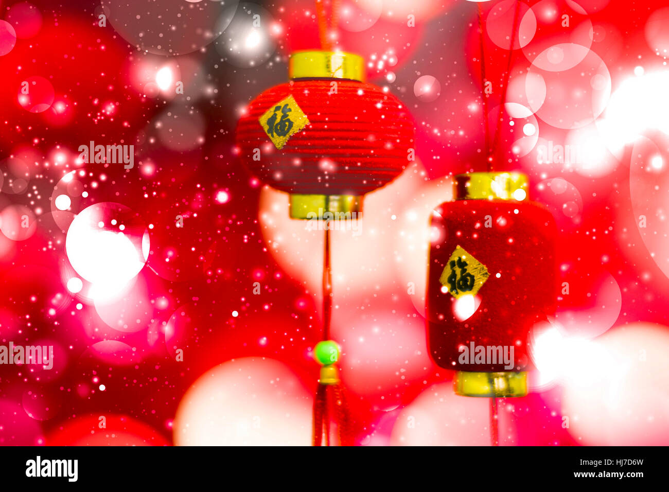 Chinese New Year Dekoration auf einem roten Hintergrund Bokeh mit ...