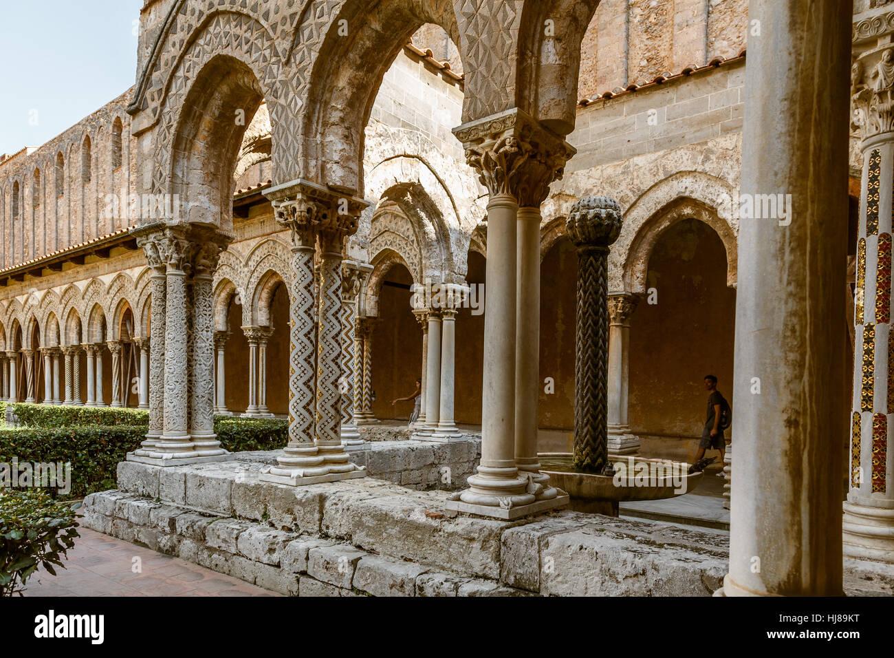 Kreuzgang des Doms von Monreale, Sizilien Stockbild
