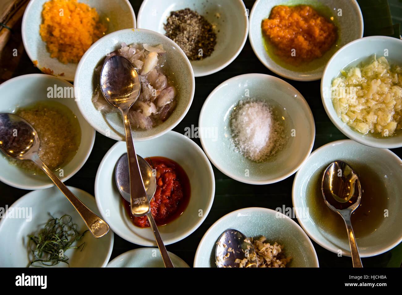 Zutaten zum Würzen von Huhn, Miss Vy Cooking Academy, Marktrestaurant, Hoi an, Vietnam Stockbild