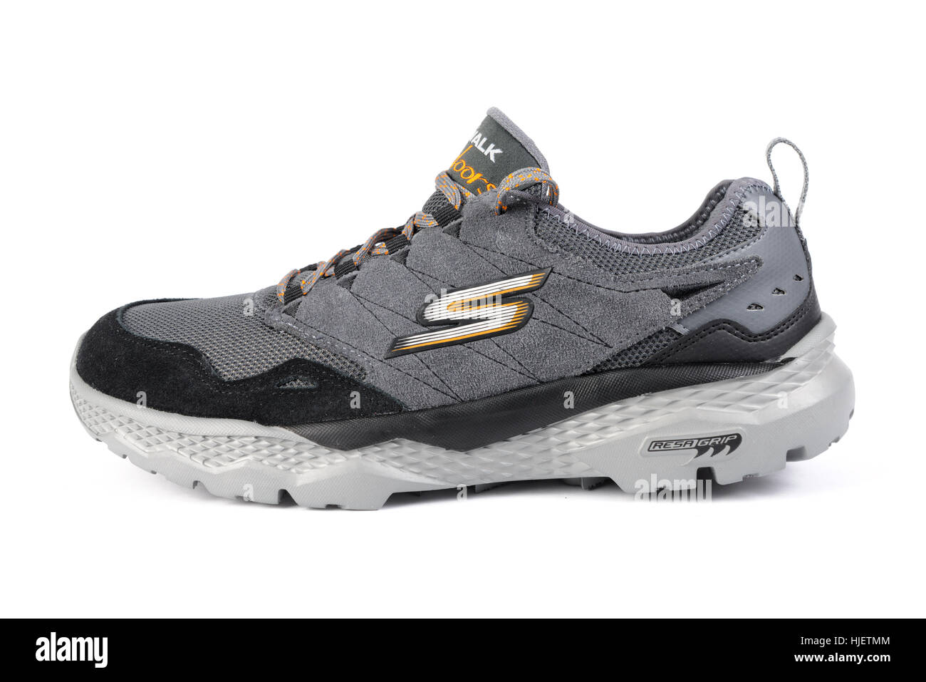 Grau Skechers Wandern Schuh isoliert auf weißem Hintergrund
