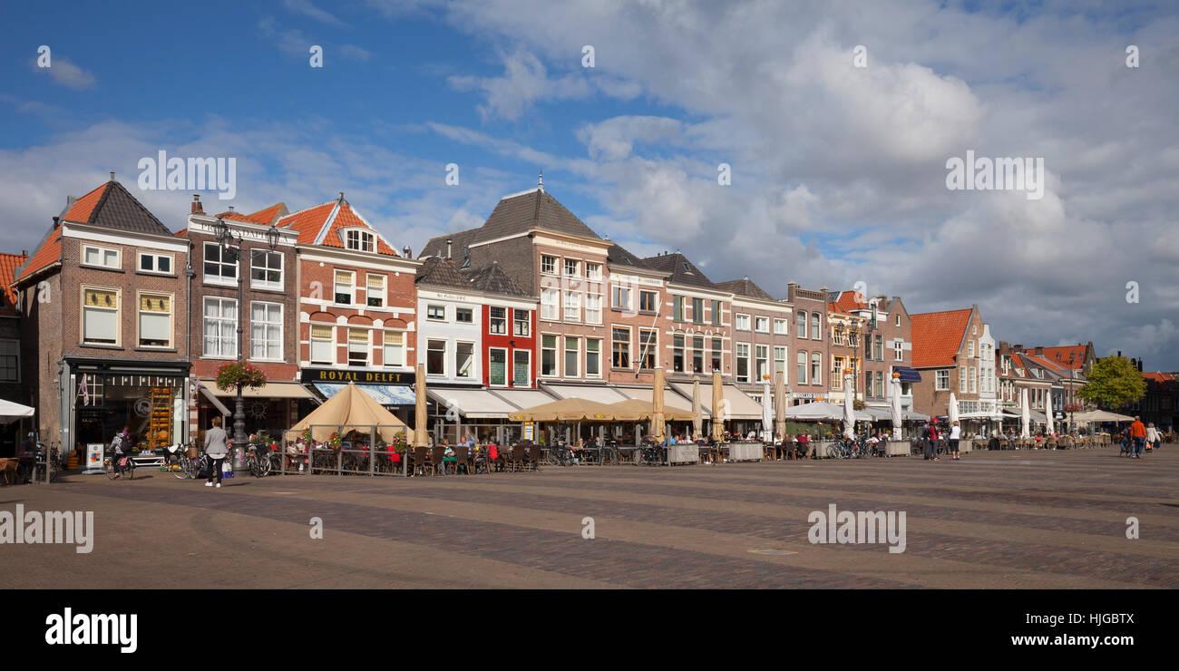 historische geb ude am marktplatz markt delft holland. Black Bedroom Furniture Sets. Home Design Ideas
